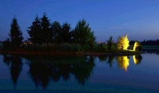 Ostrůvek v noci